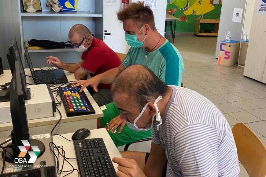 Un laboratorio di informatica per crescere e sognare